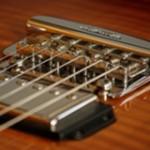 Absolute Präzision und Stimmstabilität - das Music Man Vintage Tremolo